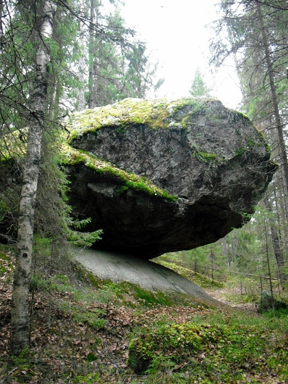 Batu Kummakivi  dari Finlandia1