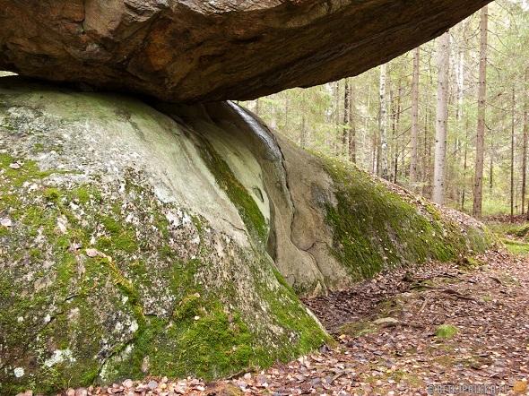 Batu Kummakivi  dari Finlandia4